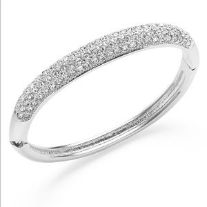 Jewelry - ❤️NWT Silver pave crystal bracelet. Also in gold.